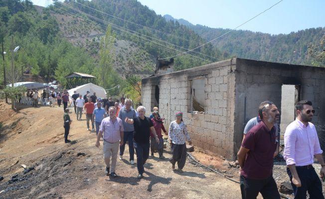 Başkan Özgan, yangın mağdurlarına yardım malzemesi dağıttı