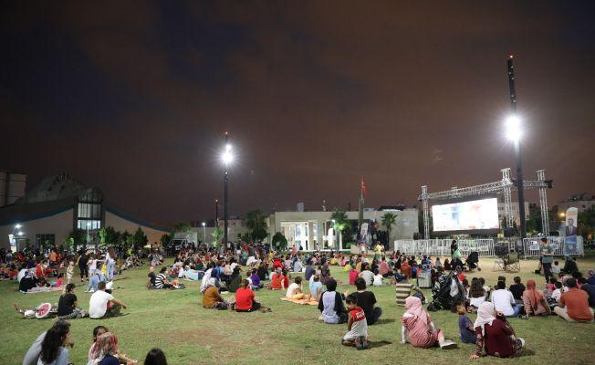 Yüreğirli çocuklar açık havada sinema keyfi yaşadı