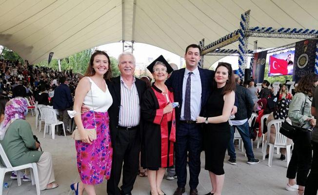 35 yıl arayla aynı üniversitenin hem tıp hem hukuk fakültesini bitirdi