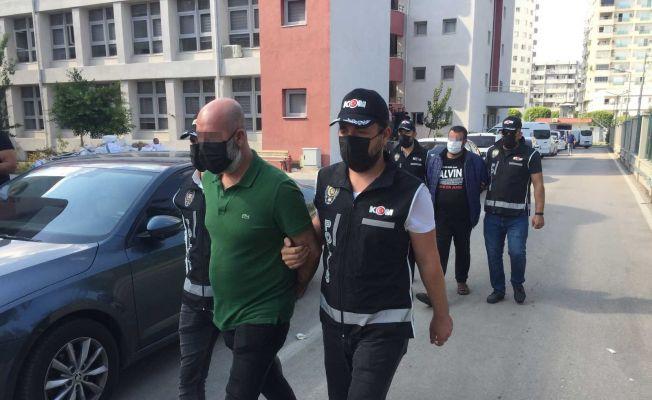 Adana'da 263 milyon kaçak makaron üreten 2 zanlı adliyeye sevk edildi