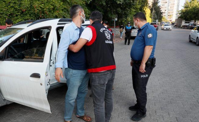 Adana'da polis okul önlerinde denetim yaptı