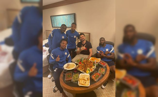 Çaykur Rizespor oyuncularının kebap ziyafeti