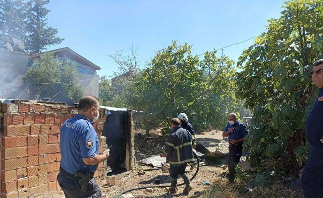 Evde çıkan yangın mahalle sakinlerini korkuttu