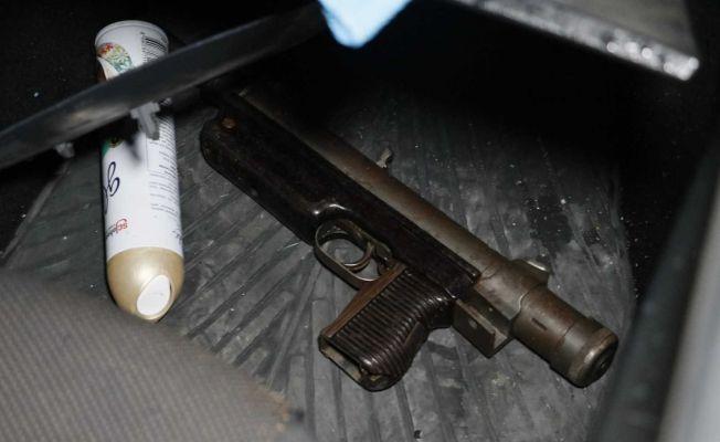 Kaçan otomobilden hafif makinalı tüfek çıktı