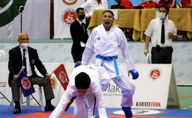 Kadın karatecilerin mücadeleleri nefes kesti