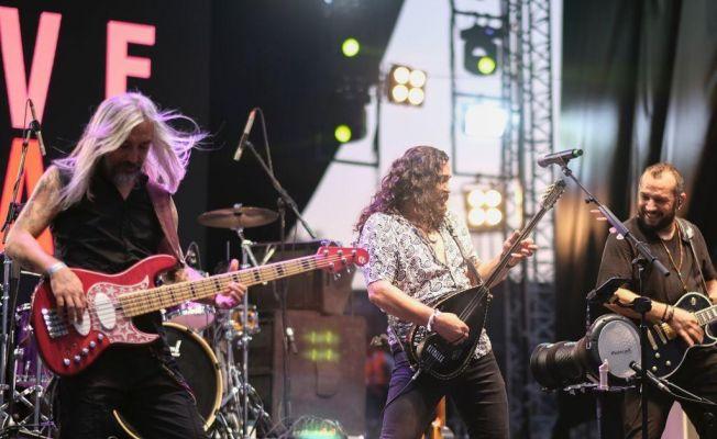 Adanalılar ilki gerçekleştirilen 'Akdeniz Gençlik Festivali'nde eğleniyor