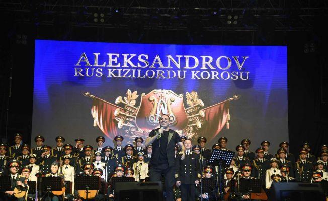 Kızılordu Korosu ve Haluk Levent Adanalılara unutulmaz bir gece yaşattı